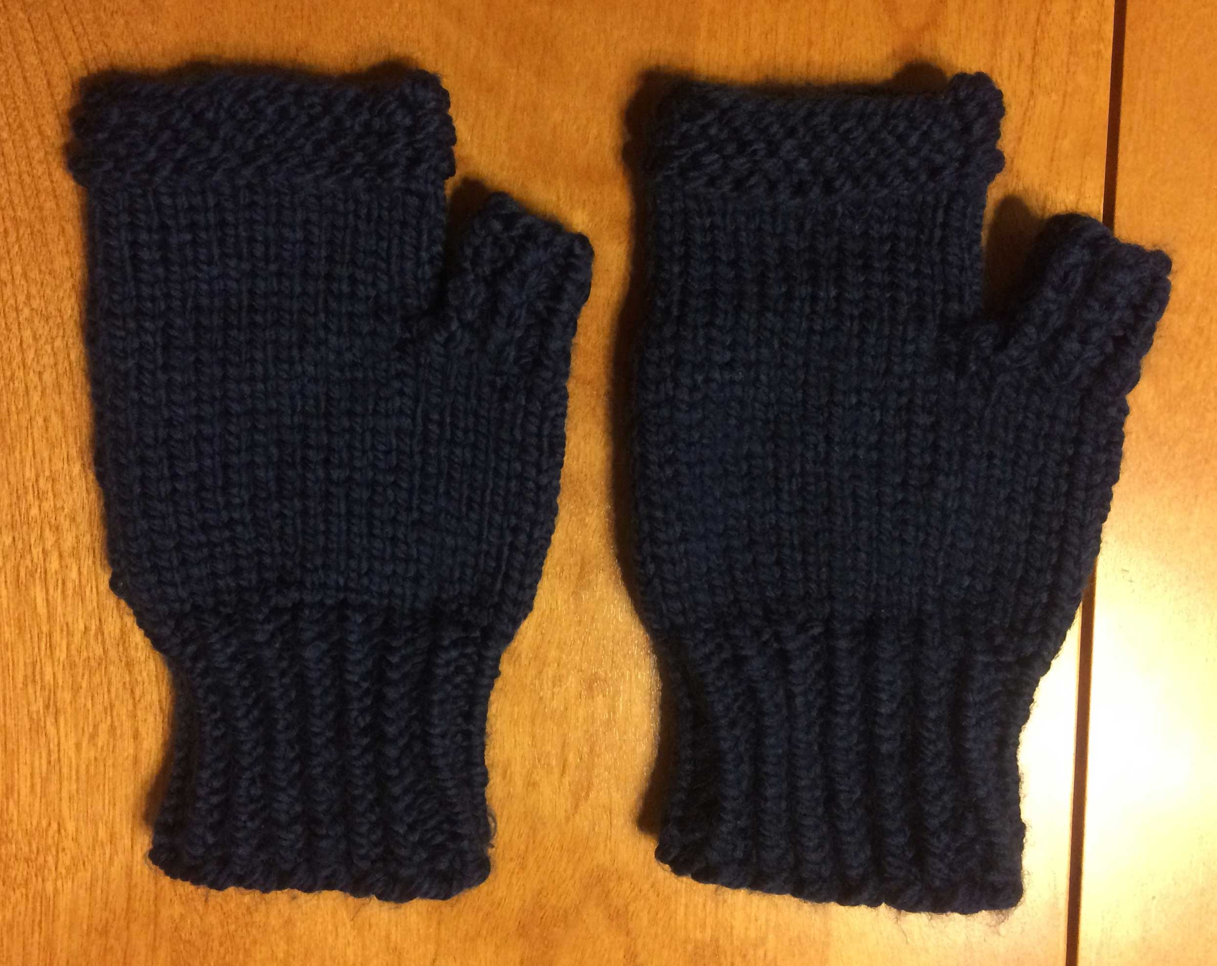 Knitted Fingerless Mitten - Beacon Tate - MetroArtist.ca